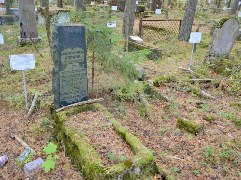 Купить памятник на кладбище Сестрорецк Мемориальный комплекс из двух видов гранитов Зеленогорск